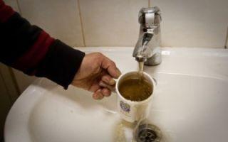 Ржавая вода из крана — куда жаловаться и как составить заявление?