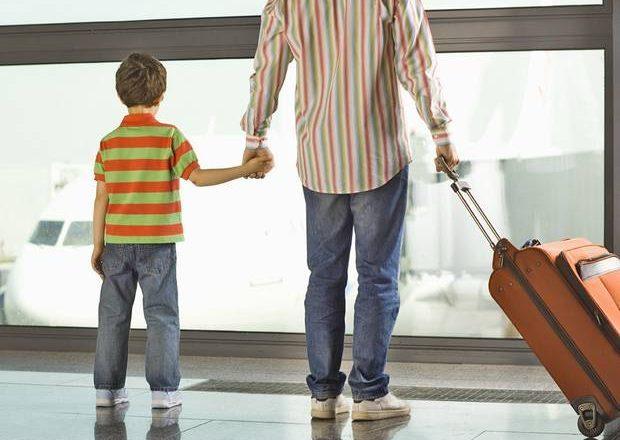 Нужна ли доверенность на ребенка при выезде за границу с матерью 2020?