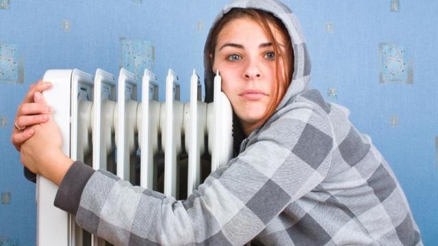 Что делать, если батареи в квартире еле теплые, куда обратиться?
