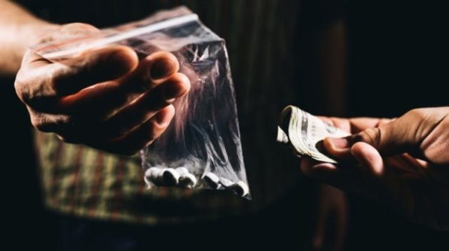Как и куда сообщить о наркодилере или наркопритоне?