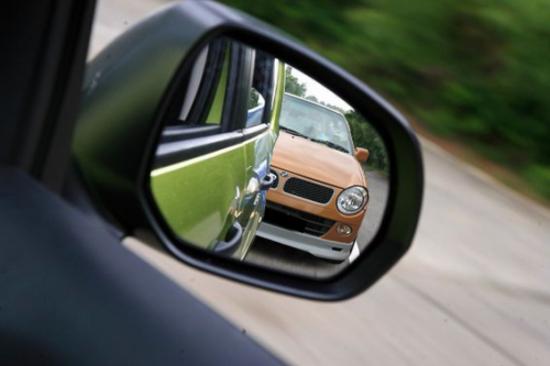 Что делать, если поцарапали зеркало на машине?