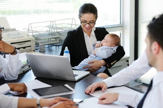Как осуществляется перевод сотрудницы в декрете на другую должность?