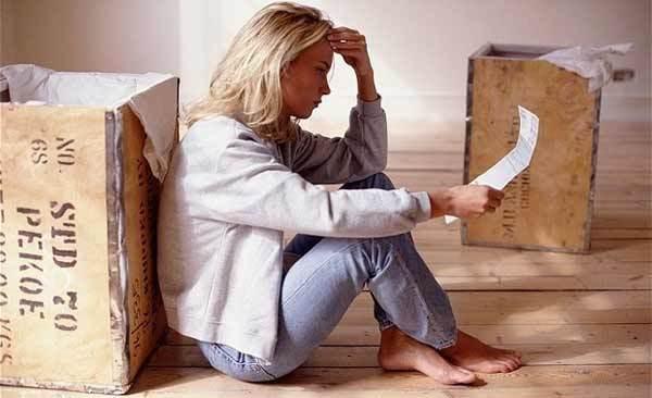 Можно ли продать квартиру, если в ней прописан человек не собственник?