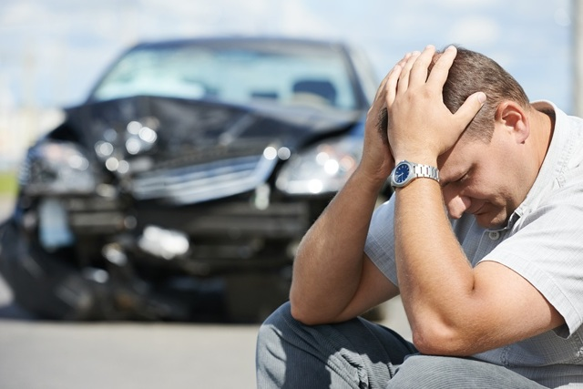На кого подавать в суд при ДТП - на водителя или на собственника?