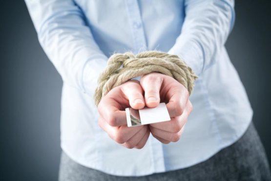 Могут ли приставы снять деньги с кредитной карты?