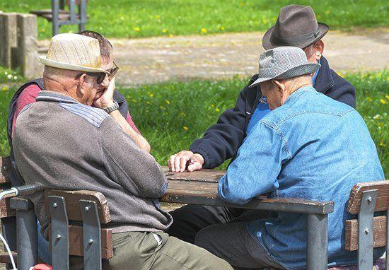 Какая прибавка к пенсии после 40 и 50 лет трудового стажа