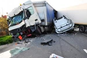 В какую страховую компанию обращаться при ДТП - свою или виновника аварии?