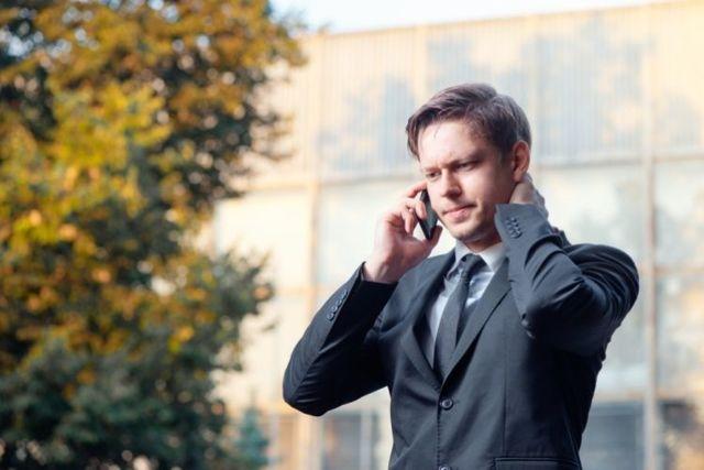 Коллекторы звонят на работу по долгу сотрудника, что делать?
