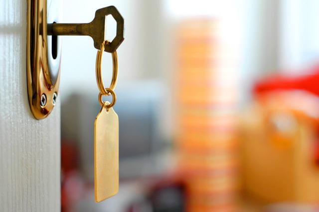 Соседи сдают квартиру, куда жаловаться и что можно предпринять?