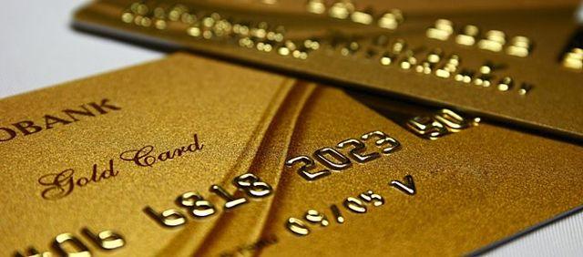 Золотая карта Сбербанка: плюсы и минусы, стоит ли оформлять?