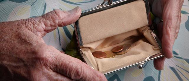 Могут ли приставы арестовать пенсию по старости?