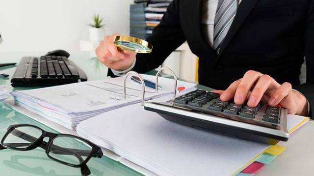 Должник – юридическое лицо: как подать в суд, подача искового заявления, образец, какие документы нужны?