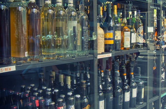 Со скольки лет продают алкоголь в РФ по закону?