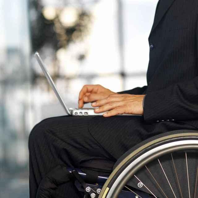 Можно ли работать при 2 группе инвалидности и на каких условиях?