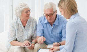 Платит ли пенсионер налог с продажи квартиры, дома, дачи и другой недвижимости?