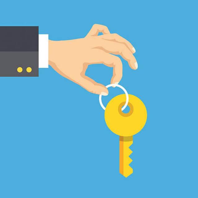 При покупке квартиры надо платить налог по закону, или нет?