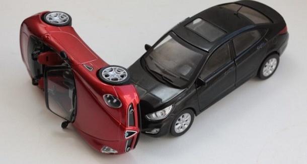 Машина в кредите попала в ДТП и восстановлению не подлежит, что делать?