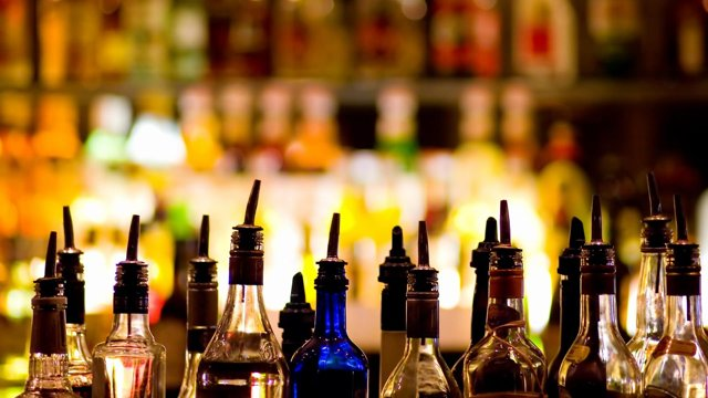 В какие инстанции жаловаться на незаконную торговлю алкоголем?