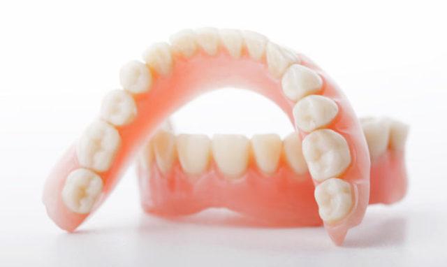 Имеет ли право инвалид 3 группы на бесплатное протезирование зубов?