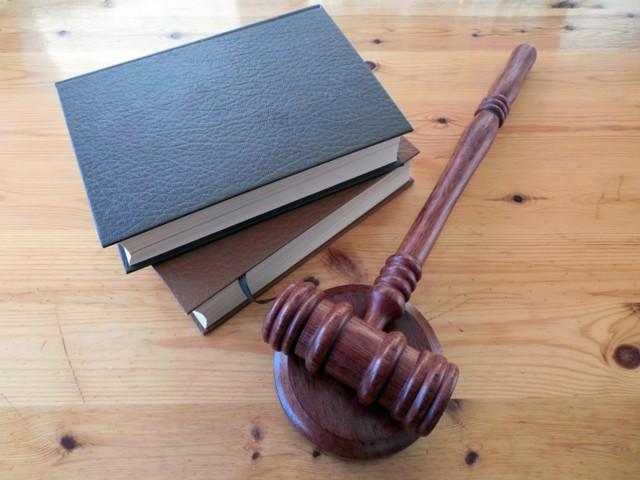 Если есть завещание, кто имеет право по закону на наследство умершего?