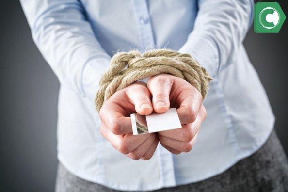 Что делать, если приставы арестовали зарплатную карту?