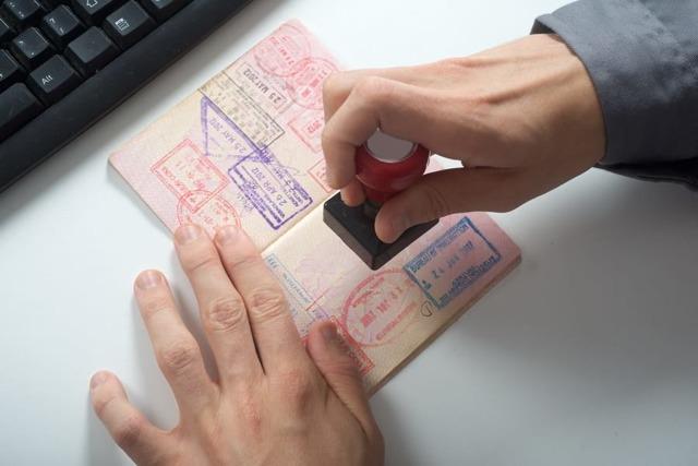 Что делать, если в паспорте допущена ошибка: замена паспорта в 2020 году