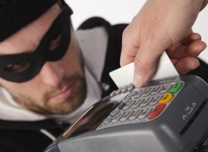 Как мошенники снимают деньги с карты и как этого избежать?