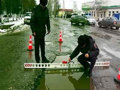 Что делать, если попал в яму на дороге и повредил авто?