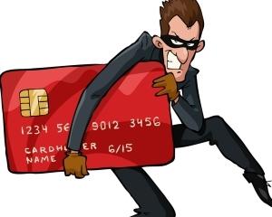 Перевел деньги на карту мошенника: как вернуть?