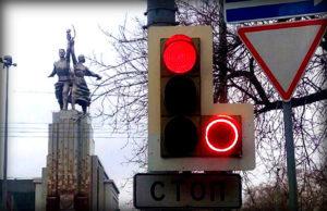 Проезд на красный свет: лишение или штраф, как оспорить?