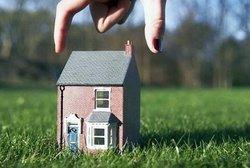 Дом в собственности, а земля нет - что делать и как оформить?