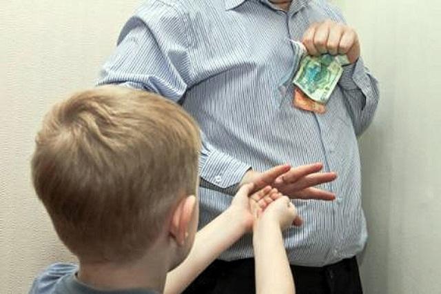 Отказ от ребенка освобождает от алиментов или нет?