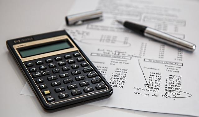 За какие услуги ЖКХ можно не платить, если не проживаешь в квартире?
