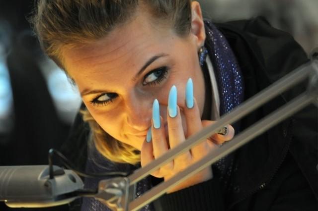 Что делать, если сделали плохой маникюр в салоне красоты?